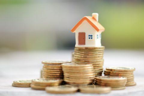 Lidé si na bydlení půjč(uj)í více než loni. Covidu navzdory