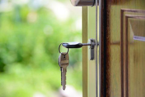 Dostupné bydlení se může vrátit. Rozhodnou politici, kteří budou hlasovat o stavebním zákonu