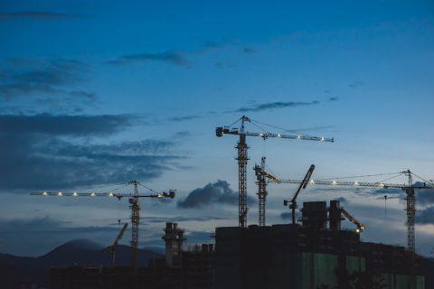 Nejvíce nových bytů se začalo stavět ve středních Čechách, Karlovarský kraj je poslední