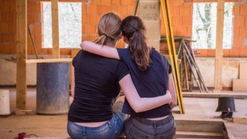 Své domovy lidé nejčastěji staví i rekonstruují svépomocí, vyplývá zprůzkumu