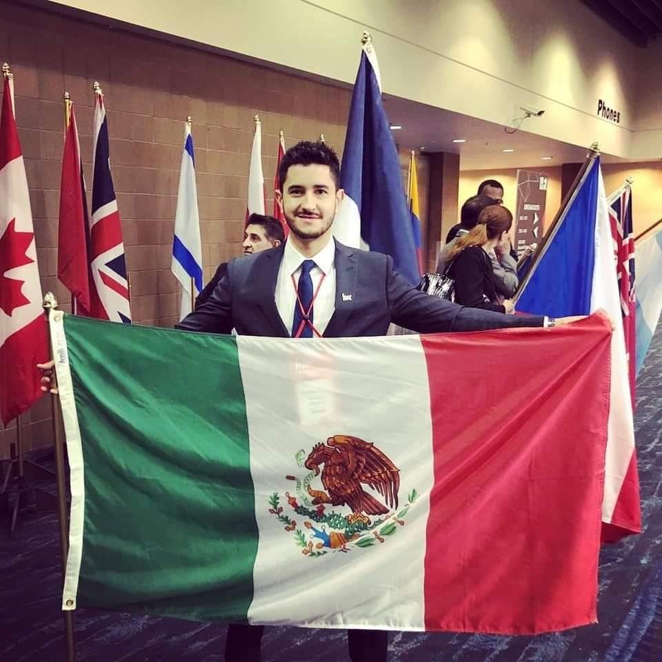 Andrés Martínez s mexickou vlajkou