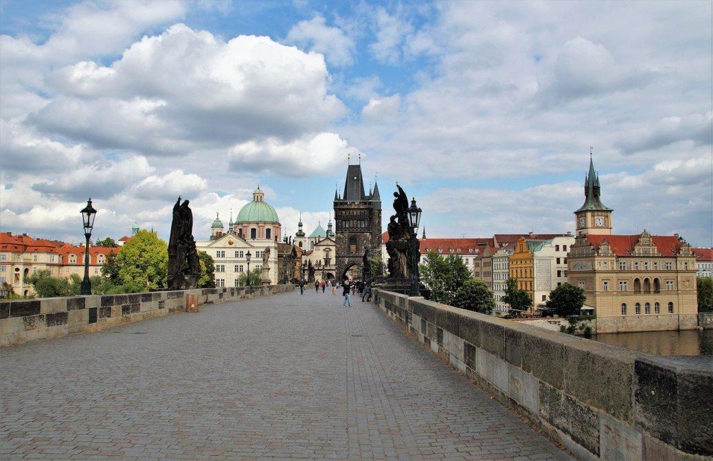 Úbytek turistů - Karlův most - Praha