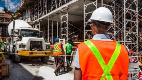 Sněmovna stvrdila nový stavební zákon, sprosazením pomohly hlasy KSČM