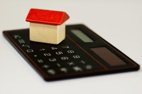 Nová pravidla daňových odpočtů úroků zhypoték mají nejasný výklad