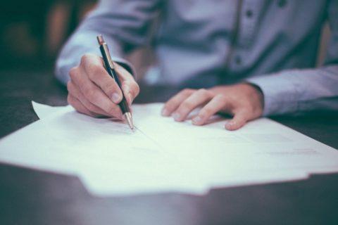 Kupní smlouva na nemovitost: Co musí obsahovat a na co si dát pozor?