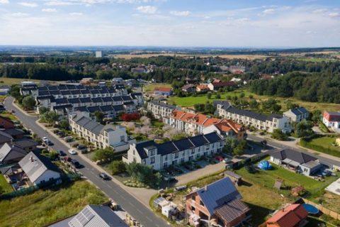 Češi na rozdíl od Němců milují vlastní bydlení. Pomáhají jim ktomu levné hypotéky